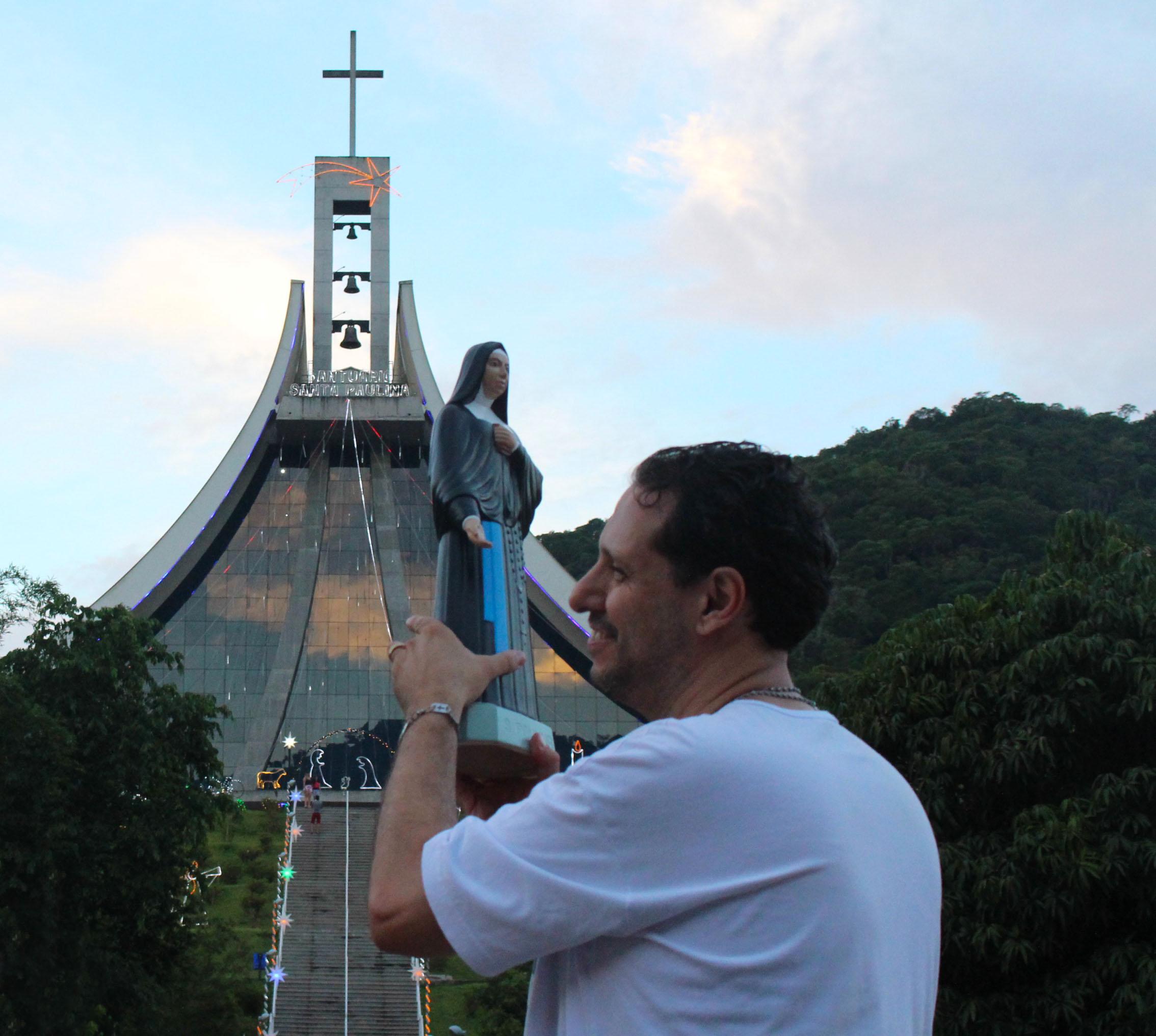 1bf105ec39 Participe da Peregrinação Noturna com Santa Paulina! Mais informações pelo  telefone (48) 3267-3030 ou pelo e-mail   contato santuariosantapaulina.org.br.