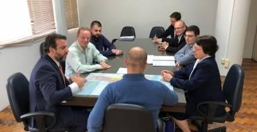 Comitiva de Nova Trento vai à Florianópolis pedir pavimentação de estrada que liga ao Santuário