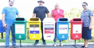 Santuário recebe doação de lixeiras de coleta seletiva