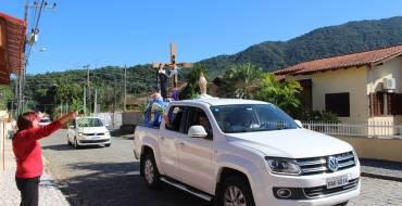 As imagens de Jesus crucificado, Santa Paulina e Nossa Senhora do Bom Socorro percorreram as ruas de Nova Trento/SC