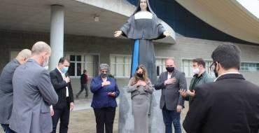 Governador Moisés recebe bênção no Santuário Santa Paulina